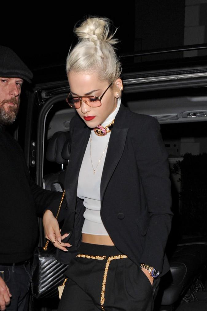 Photos : Rita Ora : elle arbore un style boyish pour la sortie de son nouveau single !