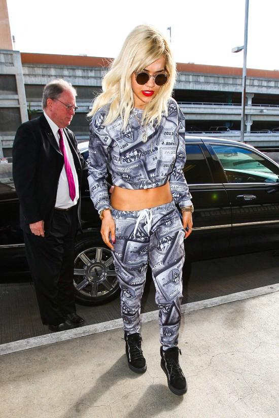 Rita Ora à l'aéroport de Los Angeles le 7 février 2014
