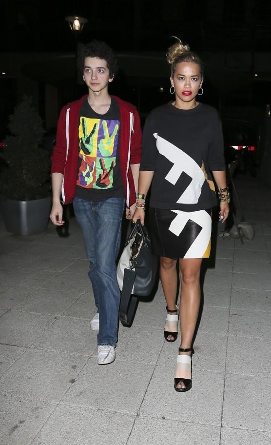 Rita Ora avec son frère à Londres le 25 juillet 2013