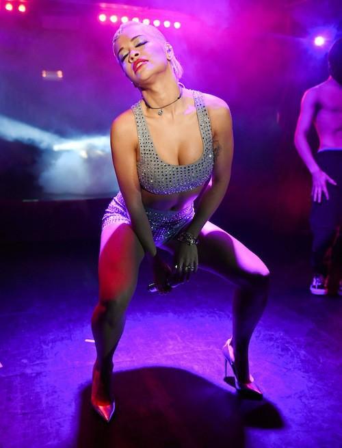 Photos : Rita Ora : une journée, quatre looks et jamais sans son boyfriend !