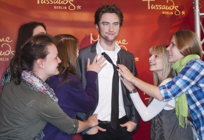 Inauguration de la statue de cire de Robert Pattinson au Musée Madame Tussauds de Berlin, le 18 avril 2011.