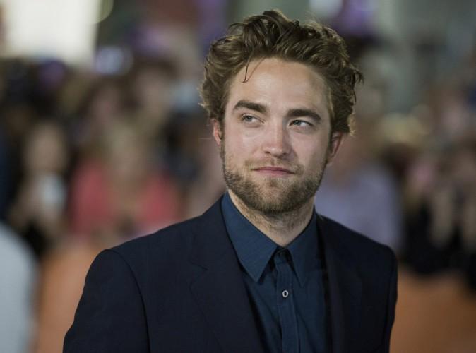 """Robert Pattinson : en opération séduction à Toronto, il se dit """"excité"""" de voir sa soeur participer à X-Factor !"""