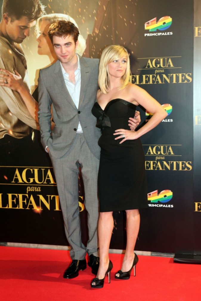 Robert Pattinson et Reese Witherspoon lors de la première du film De l'eau pour les éléphants à Barcelone, le 01 mai 2011.