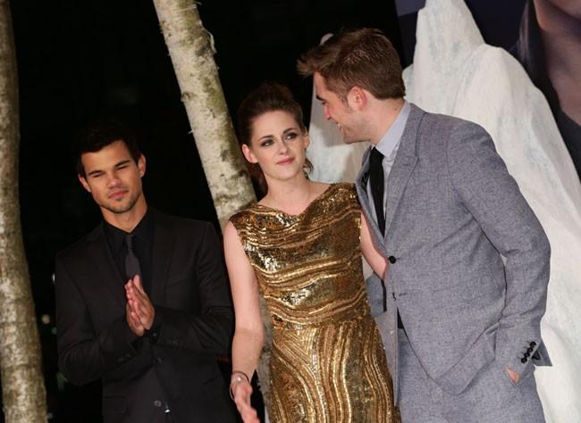 Taylor Lautner, Kristen Stewart et Robert Pattinson à la première de Révélation : deuxième partie à Berlinle 16 novembre 2012