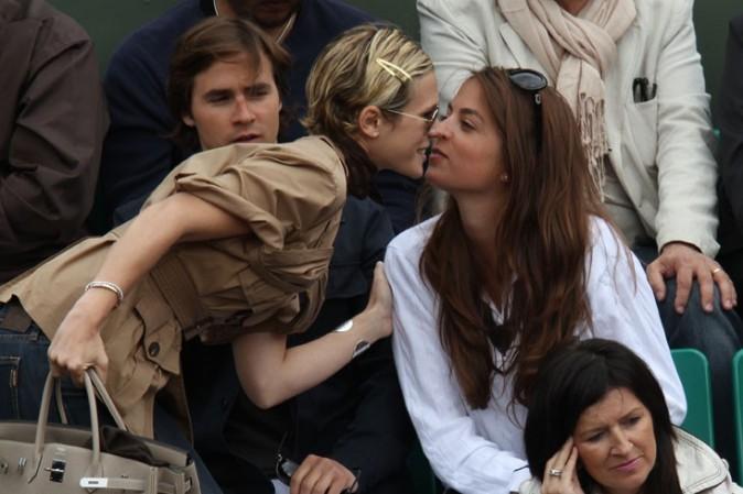Elle retrouve sa copine Anouchka Delon !