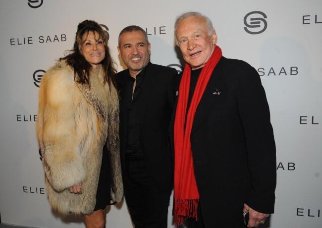 Elie Saab et Buzz Aldrin au défilé Elie Saab à Paris, le 7 mars 2012.