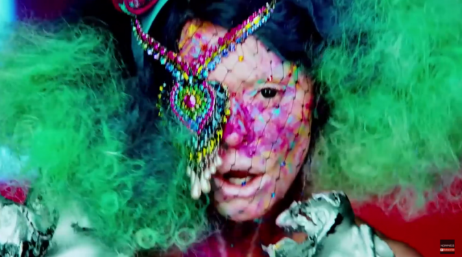 Rose McGowan dans son clip RM486