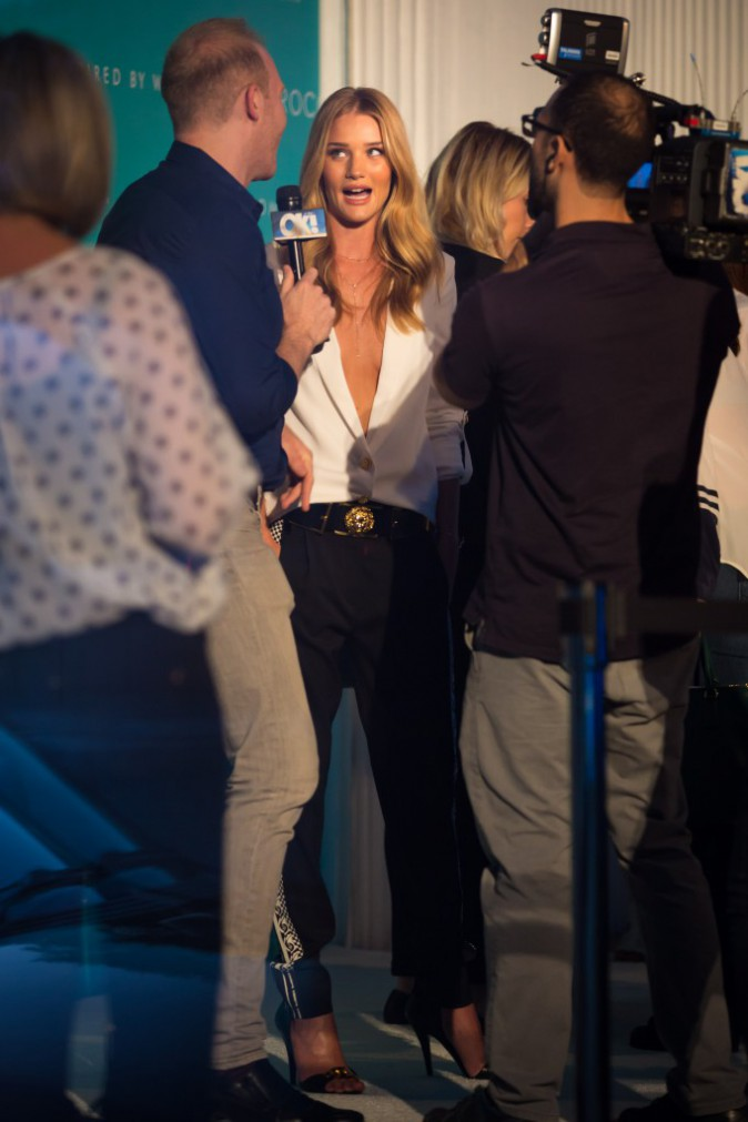 Photos : Rosie Huntigton-Whiteley, chic-issime en look noir et blanc à la soirée Moroccanoil !