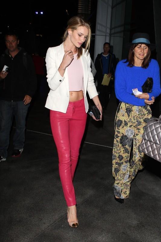 Rosie Huntington-Whiteley se rendant au concert de Rihanna à Los Angeles, le 8 avril 2013.