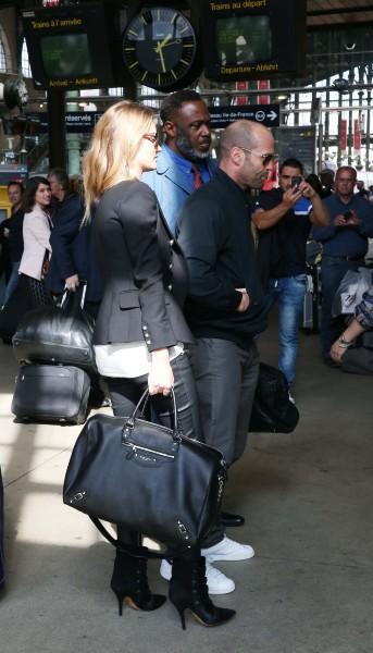 Rosie Huntington-Whiteley et Jason Statham à la Gare du Nord à Paris, le 27 septembre 2013.