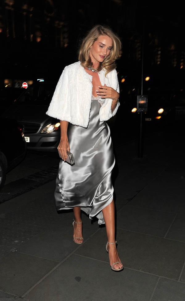 Rosie Huntington-Whiteley à Londres le 28 janvier 2015