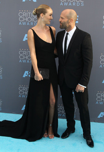 Photos : Rosie Huntington-Whiteley et Jason Statham font la paire aux Critics Choice Awards 2016