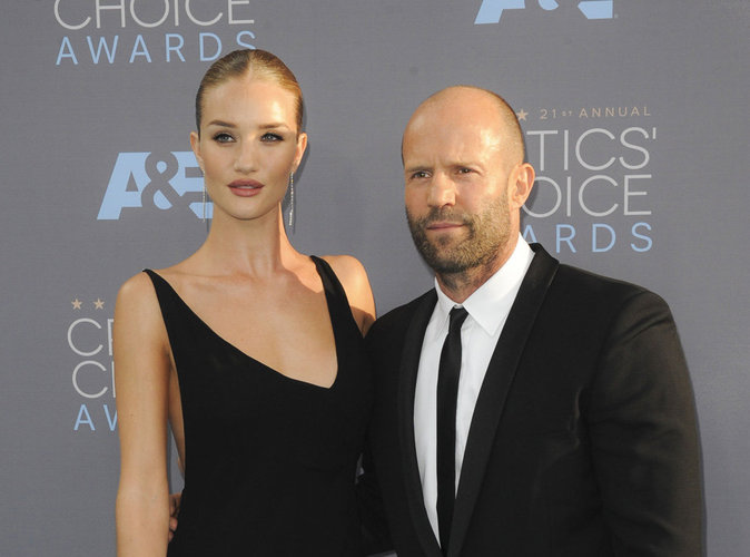 Photos : Rosie Huntington-Whiteley et Jason Statham font la paire aux Critics Choice Awards