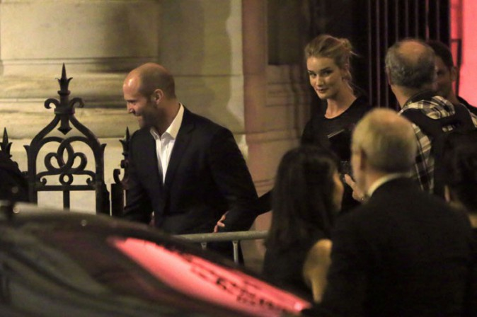Rosie Huntington-Whiteley et Jason Statham au dîner organisé par le couturier Azzedine Alaïa au musée de la mode de Paris le 25 septembre 2013