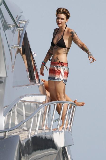 Ruby Rose à Ibiza le 3 août 2015