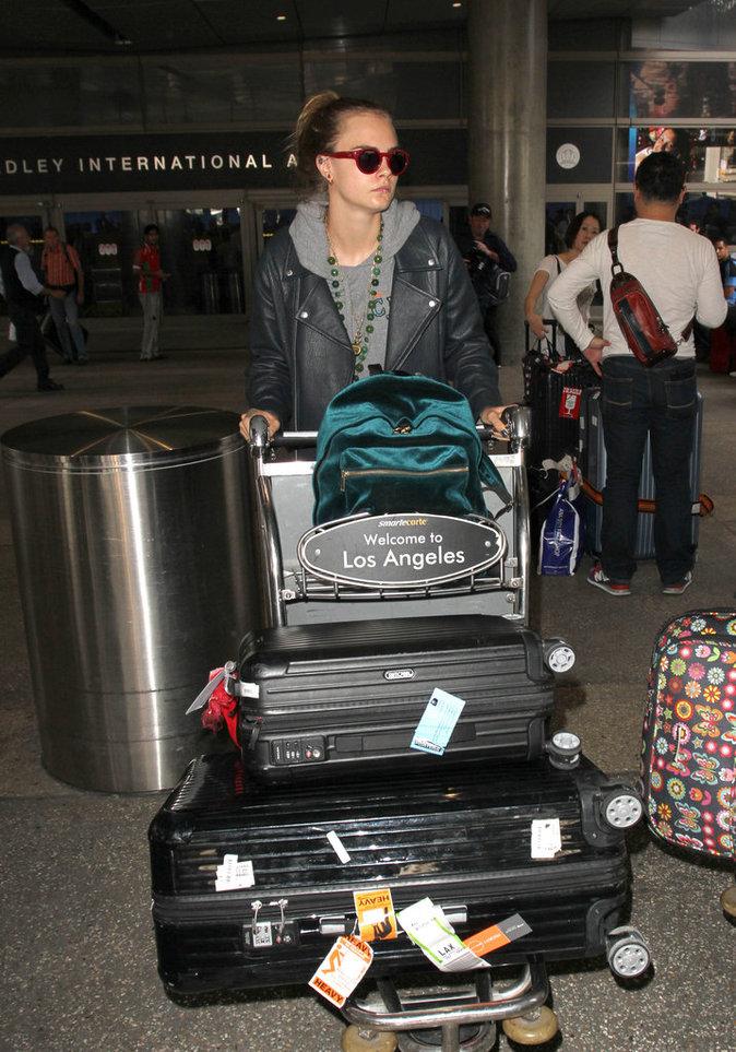 Les grosses valises comme Cara Delevingne