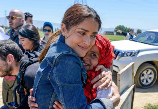 Salma Hayek : dans un camp de réfugiés ou sur le tapis rouge, elle resplendit au Liban !