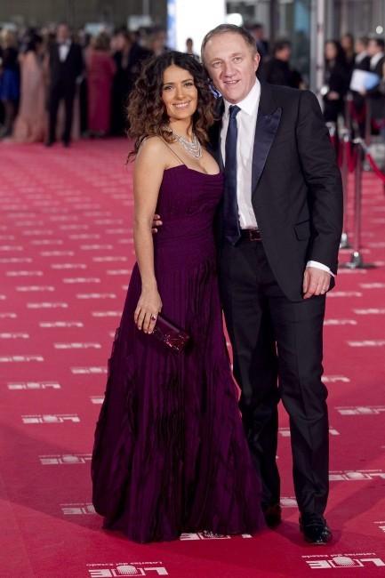 Salma Hayek et son mari François-Henri Pinault lors de la cérémonie des Goya Cinema Awards à Madrid, le 19 février 2012.