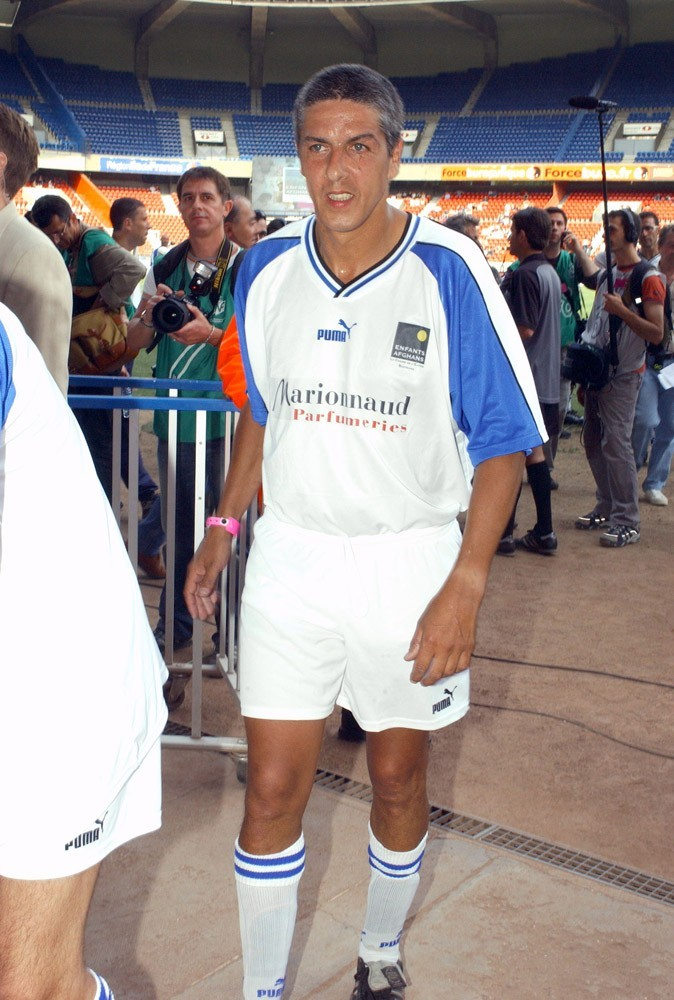 Samy participe à un match de football organisé au profit d'une association, en 2002