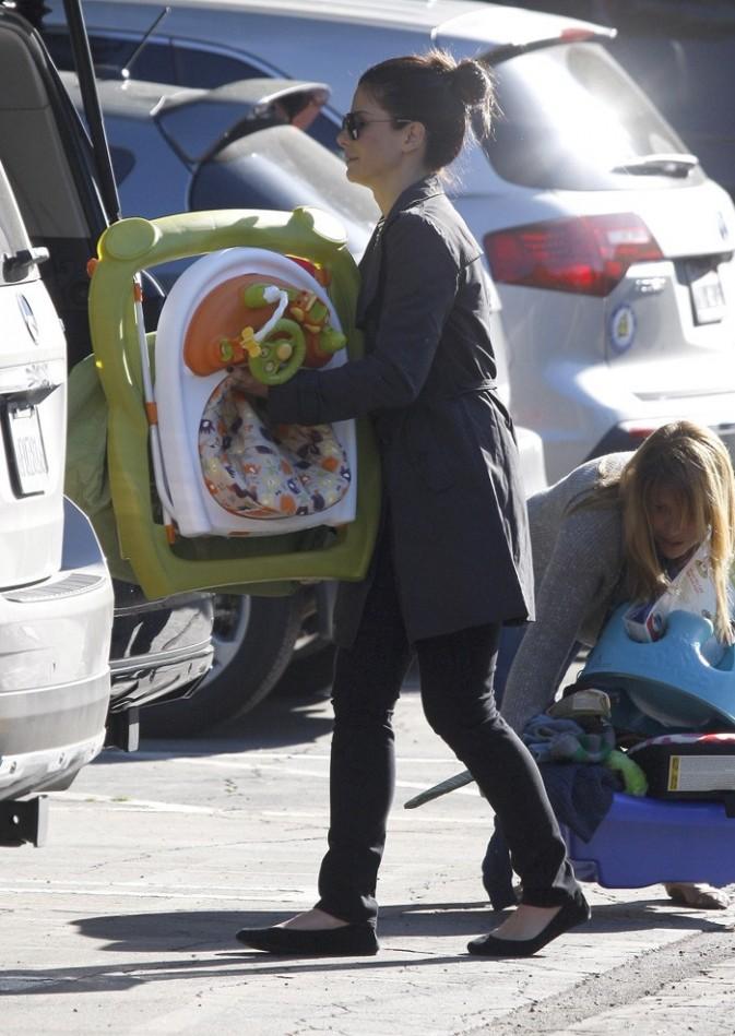 L'actrice donne certains des vieux jouets de Louis