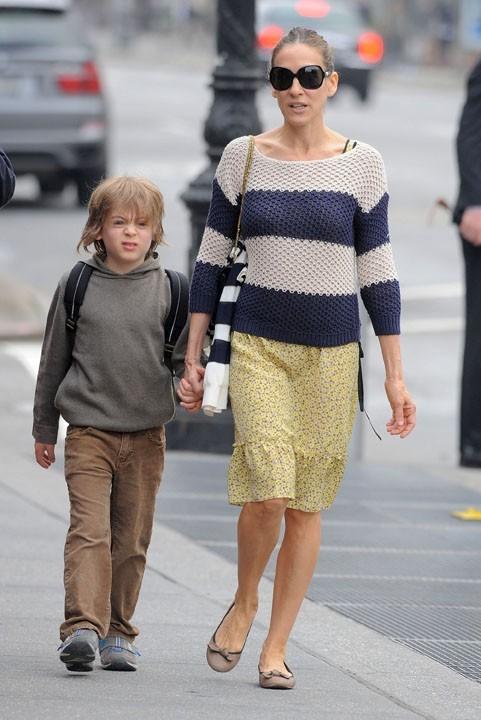 Avec son fils James Wilke, elle prend son rôle de mère au sérieux !