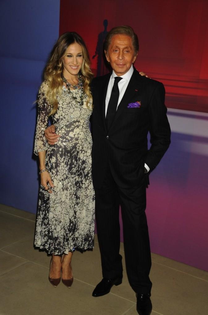 Sarah Jessica Parker et le couturier Valentino lors de la soirée Valentino à New York, le 7 décembre 2011.