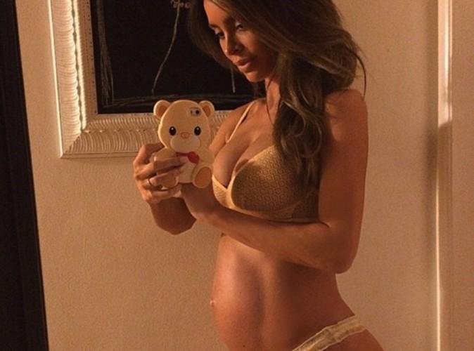 Sarah Stage : le mannequin enceinte aux incroyables abdos a accouché !