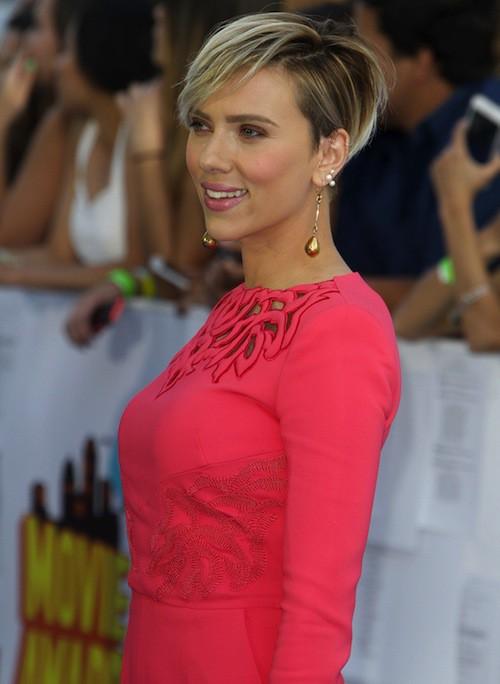 "Photos : Scarlett Johansson, la ""hot mama"" moulée des MTV Movie Awards 2015 !"