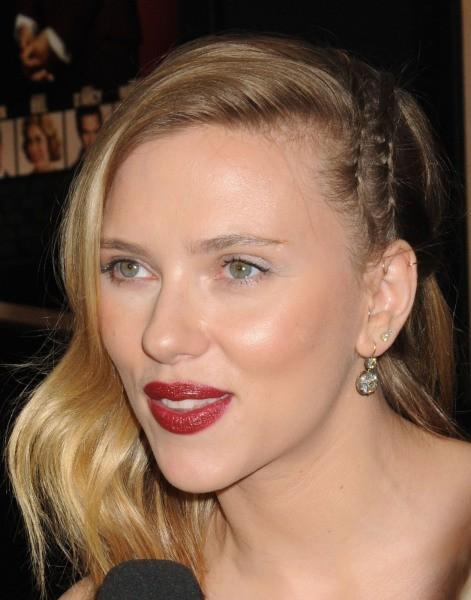 """Scarlett Johansson lors de la première du film """"Hitchcock"""" à New York, le 18 novembre 2012."""