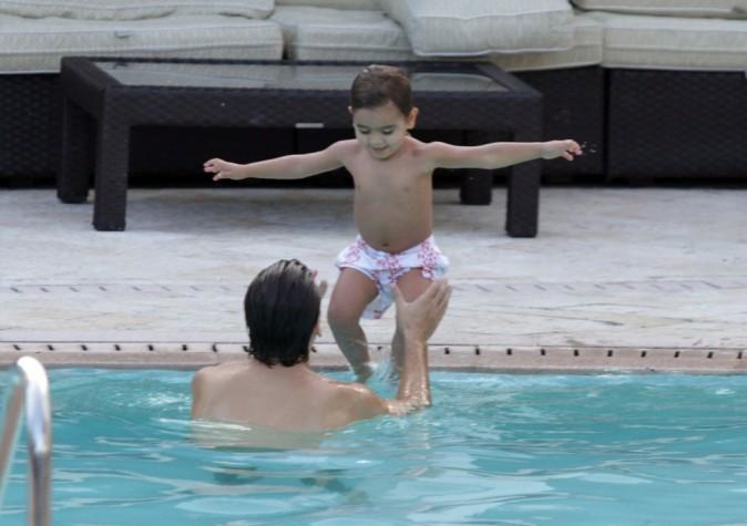 Scott Disick et Mason à la piscine à Miami, le 18 septembre 2012.