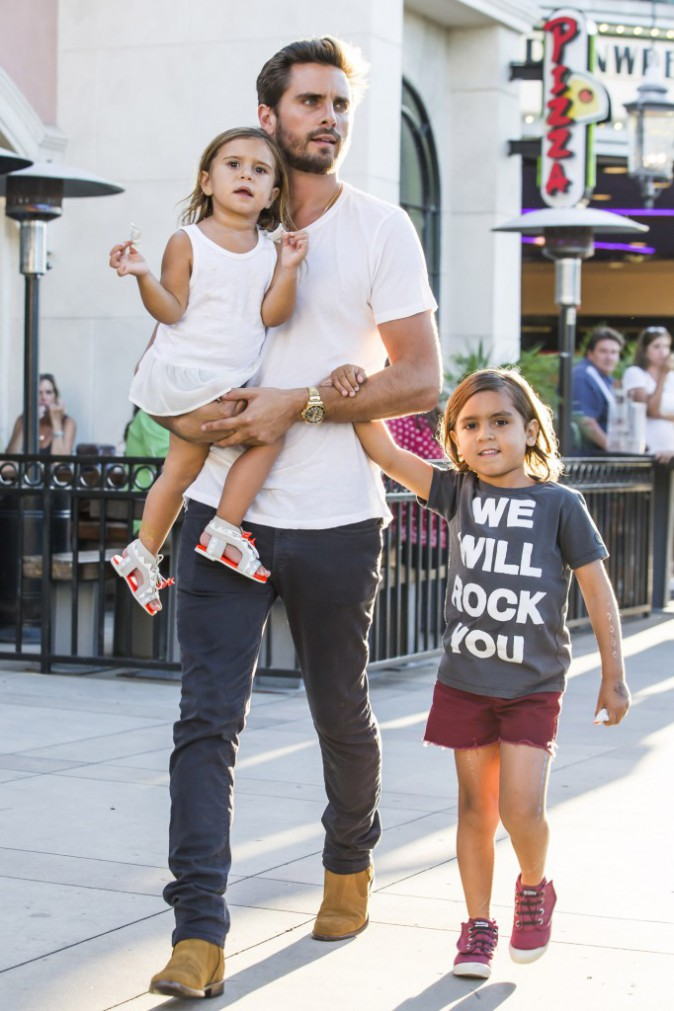Photos : Scott Disick : pendant que Kourtney s'éclate, il s'occupe des enfants !