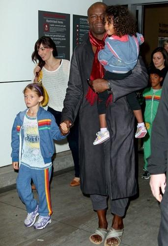 Le chanteur Seal arrive en Australie avec ses enfants
