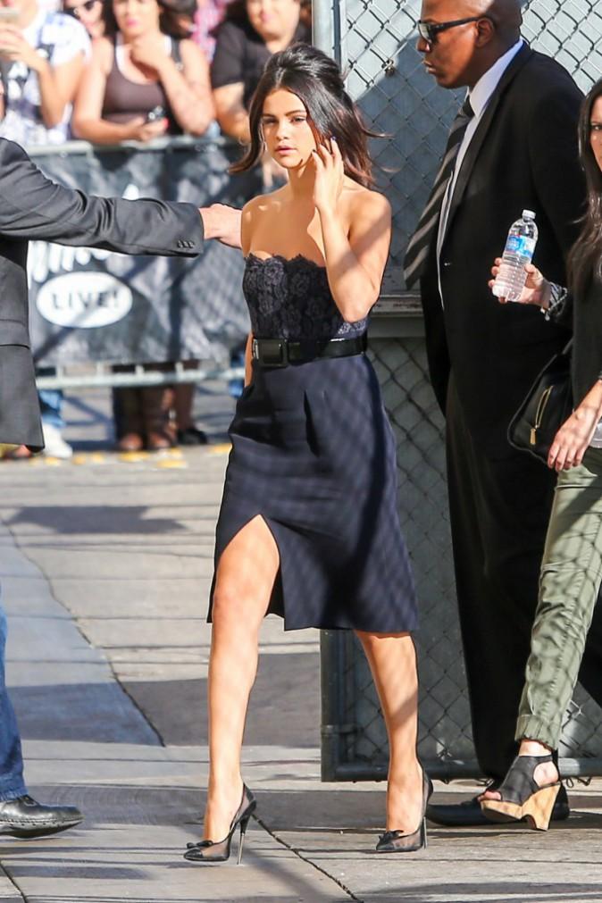Photos : Selena Gomez : aussi sexy qu'élégante pour Jimmy Kimmel, un look inspiré par Olivia Pope !