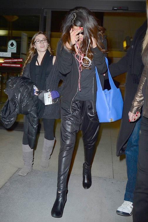 Selena Gomez à l'aéroport JFK de New-York le 10 mars 2014