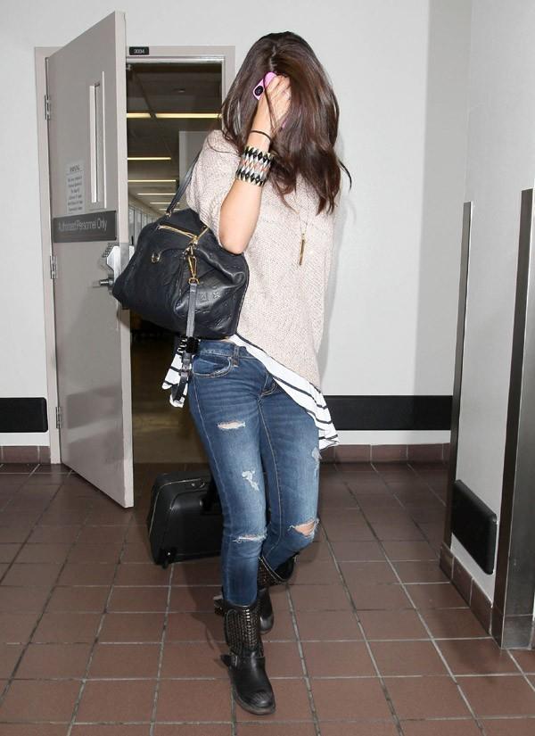 Selena Gomez à l'aéroport de Los Angeles le 15 juin 2012
