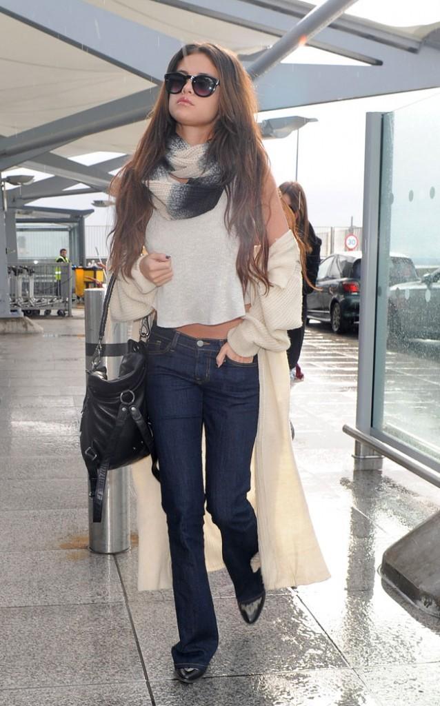Selena Gomez à l'aérport Heathrow de Londres le 18 février 2014