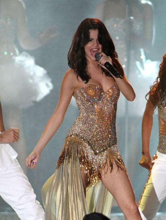 Même dans es chorégraphies Selena joue de ses charmes !