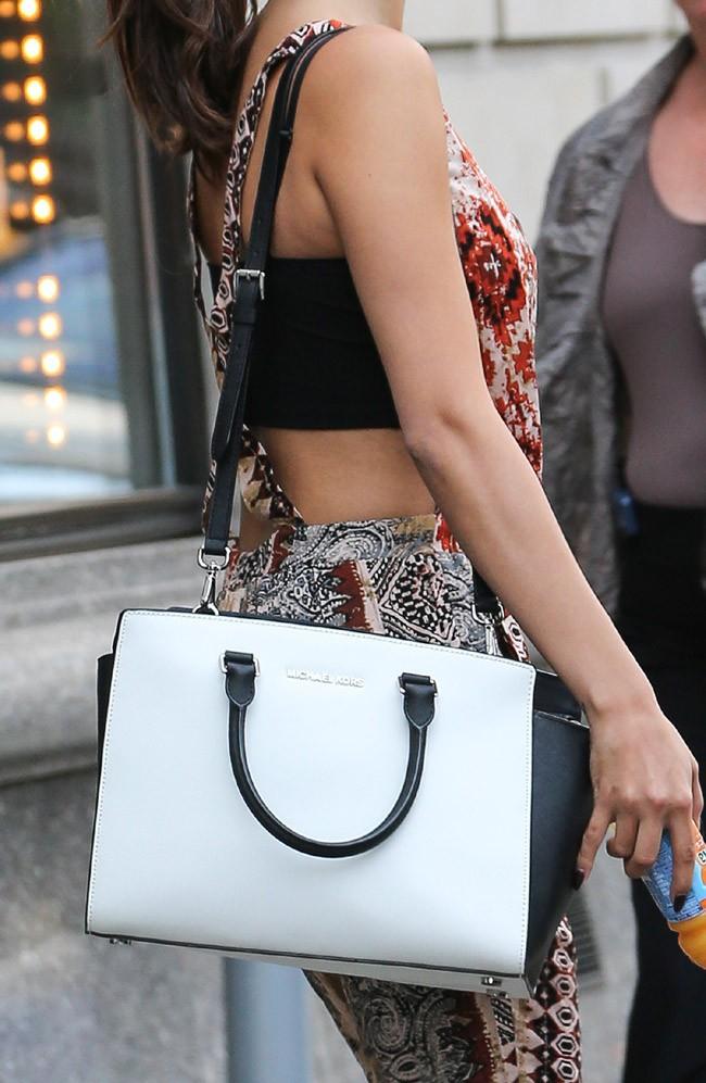 Selena Gomez et son sac Michael Kors
