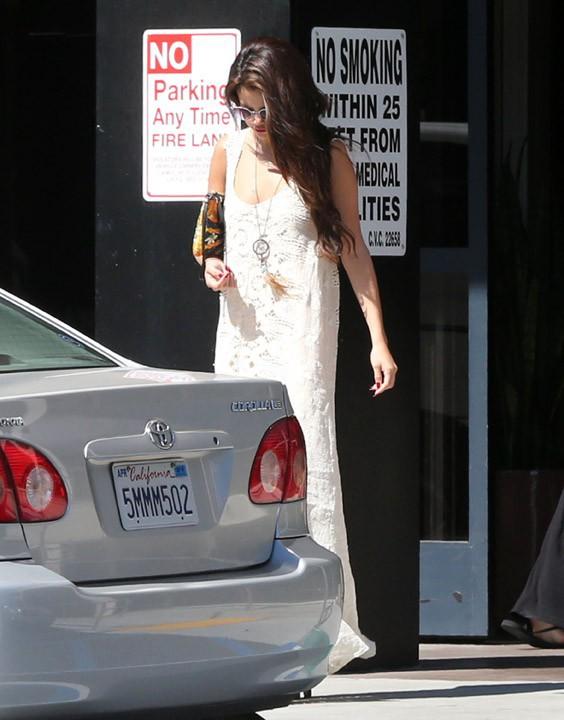 Selena Gomez à la sortie d'un cabinet médical de Tarzana le 5 août 2013