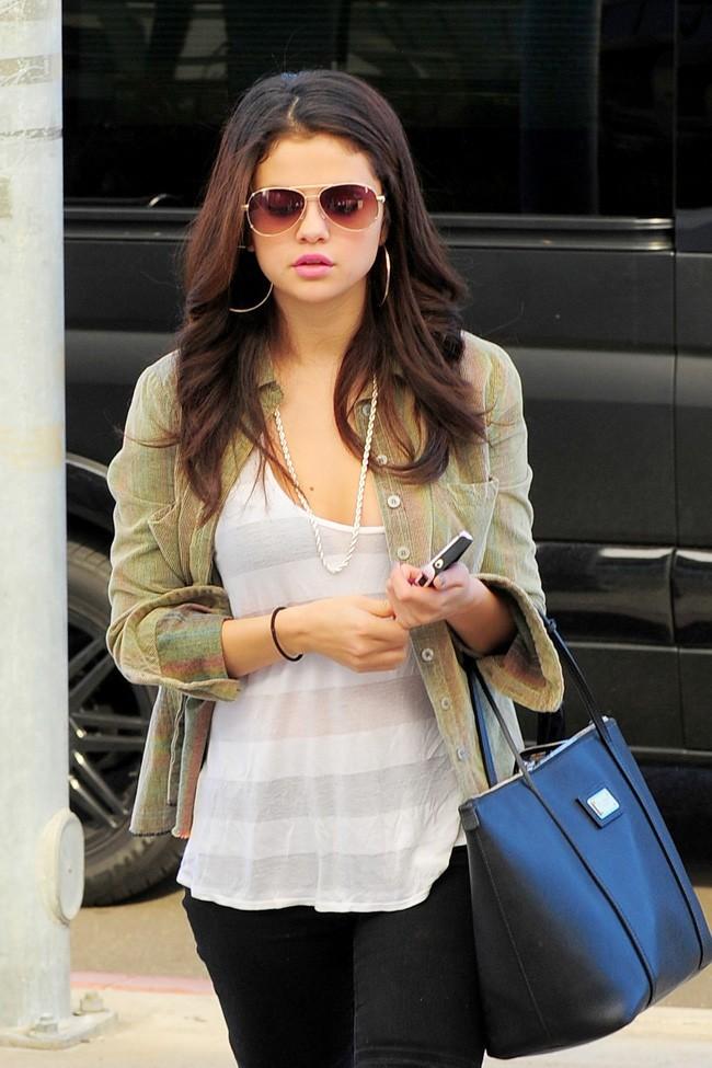 Selena Gomez le 19 novembre 2012 à Encino, en Californie