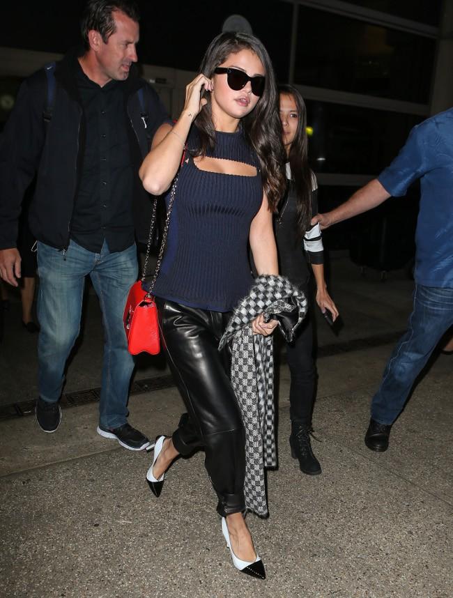 Selena Gomez à l'aéroport LAX de Los Angeles le 29 septembre 2015