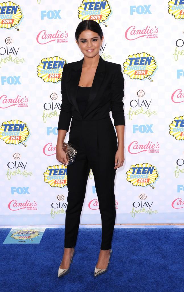 Selena Gomez : ravissante en noir aux Teen Choice Awards 2014 !
