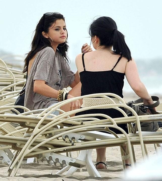 Selena Gomez sur une plage de Palm Beach en Floride, le 27 juillet 2011.