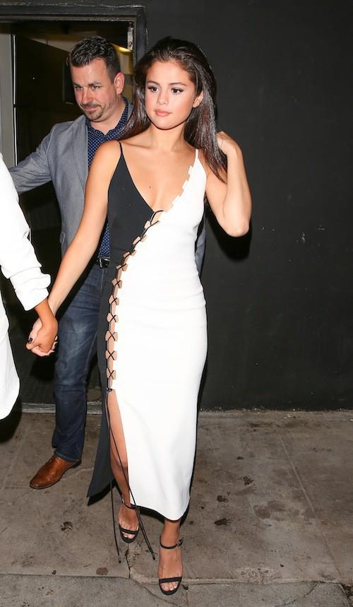 Photos : Selena Gomez : une bombe nue sous sa robe !