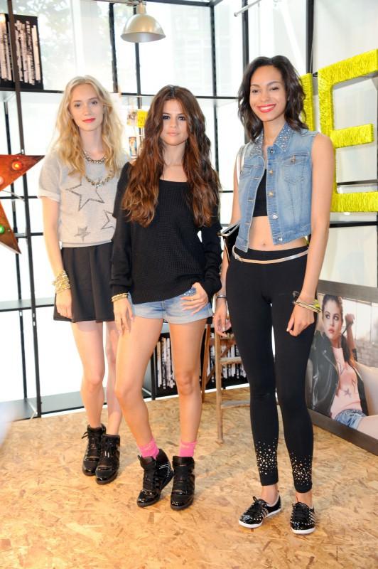 Selena Gomez en promo à Berlin pour la marque Adidas NEO, le 9 juillet 2013.