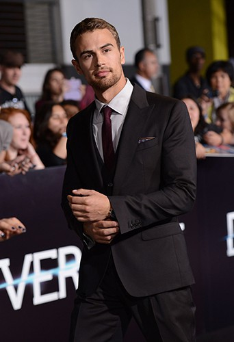Theo James à Los Angeles le 18 mars 2014
