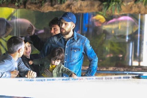 Photos : Shakira : elle s'offre une sortie en famille avec Gérard Piqué et leur petit Milan !