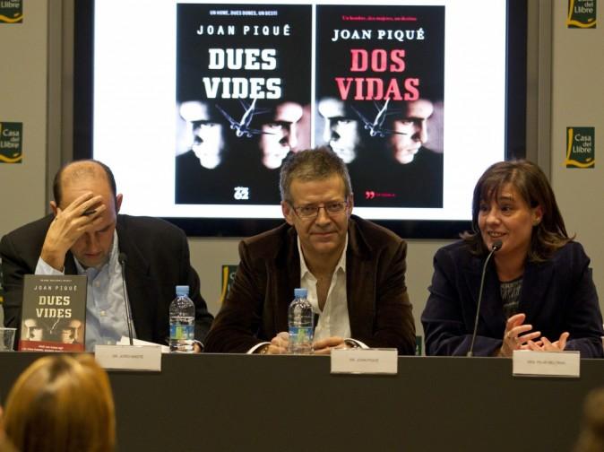 """Joan Piqué présenté son livre """"Dos Vidas"""" lors du Salon du Livre à Barcelone, le 17 novembre 2011."""