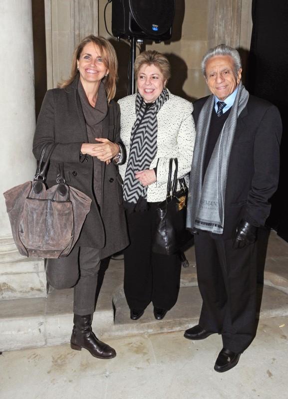 Les parents et la belle-mère de Shakira lors de l'exposition du photographe Jaume de Laiguana à Barcelone, le 28 février 2013.