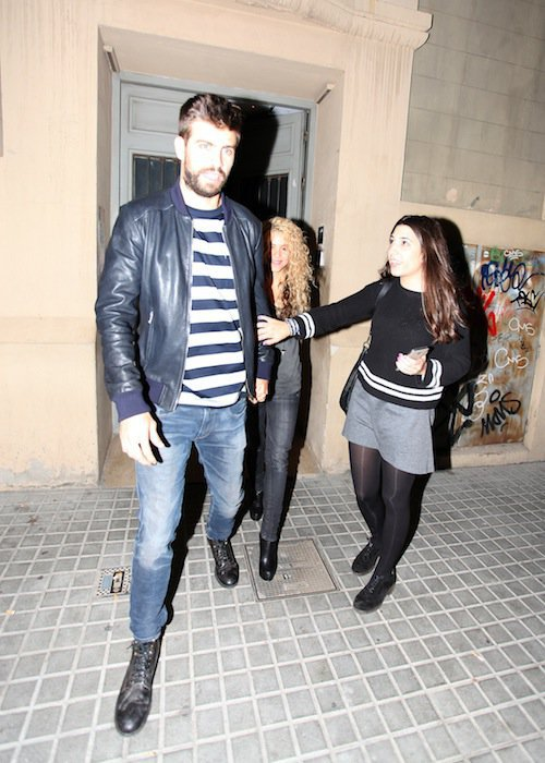 Photos : Shakira souriante, elle embarque Gerard Piqué dans ses projets !
